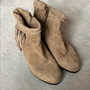 Sam Edelman gently loved leather suede booties!